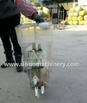 SIHNO mini manual hand pushing fertilizer and seed machine